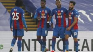 Crystal Palace (met Christian Benteke als invaller) wint overtuigend van Leeds na onder meer heerlijke vrije trap