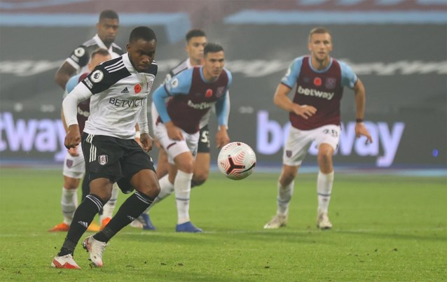 Blooper van het jaar in de Premier League: panenka in 98ste minuut gaat volledig de mist in, tot ongeloof van Aster Nzeyimana