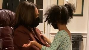 """Kamala Harris inspireert tijdens hartverwarmend moment met nichtje: """"Ook jij kan president worden"""""""