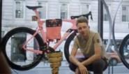 Na een roze trui nu ook een roze fiets: Giro-winnaar Tao Geoghegan verrast met nieuwe tweewieler