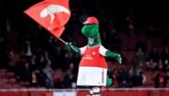 Even met uitsterven bedreigd, maar Gunnersaurus is terug bij Arsenal, met dank aan Mesut Özil