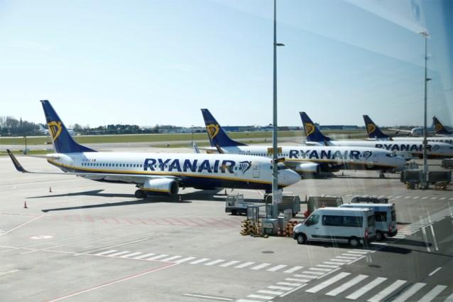 Vakbonden Ryanair vragen minister om verbod op ontslagen tijdens tijdelijke werkloosheid