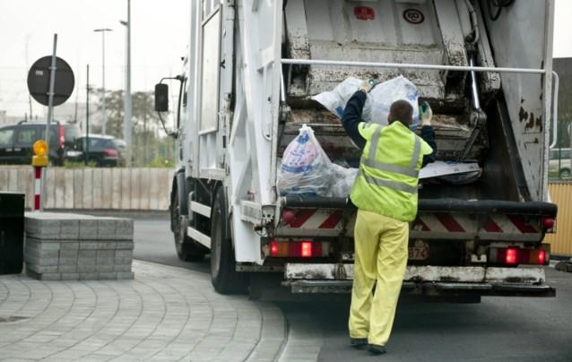 Kwart vuilnisophalers ziek: alle afval opnieuw in één vuilkar