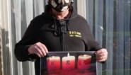 Kaart- en teerlingclub Sint-Hubert brengt vensteraffiche met boodschap van hoop