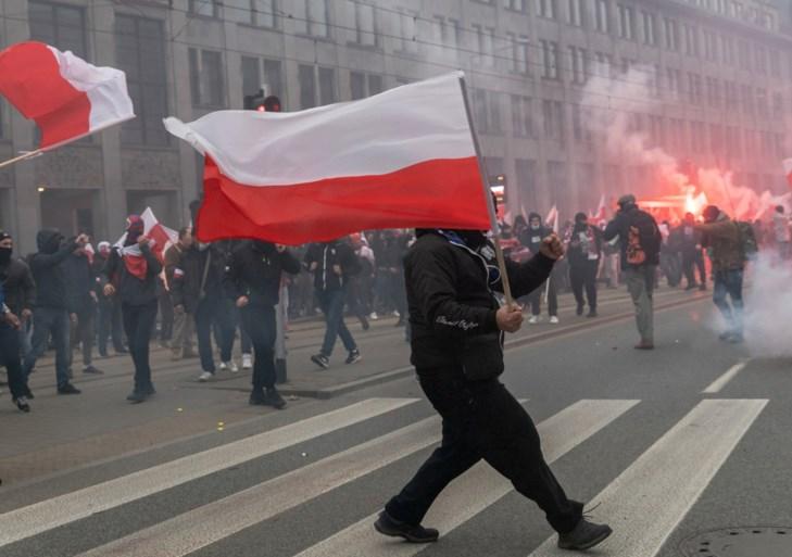 Duizenden nationalistische betogers raken slaags met politie in Polen
