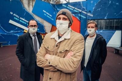 """Matthias Schoenaerts houdt vurig pleidooi met graffitimuur: """"Wees eindelijk eens warmer en zachter voor elkaar. Ja, ook voor gevangenen"""""""