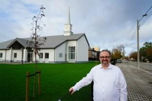 Geen kruisen, wel minizwembad en luierkussen: binnenkijken in de nieuwe mormonenkerk