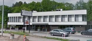 Jongeren maken het bont: politie legt lockdownfeestje met lachgasflessen stil in motel in Brasschaat