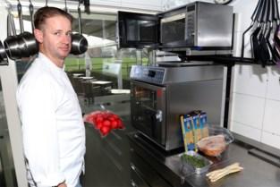 Ondanks sluiting van bistro Nian blijft chef-kok Nick aan de slag als trouwe vrijwilliger bij Ambulancedienst