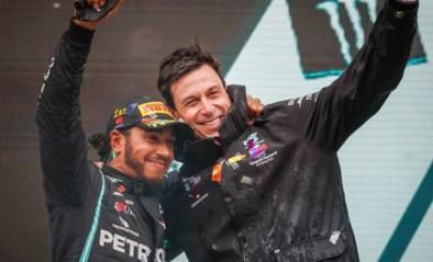 """Mercedes gaat over """"een paar dagen"""" onderhandelen met Lewis Hamilton over nieuw contract"""