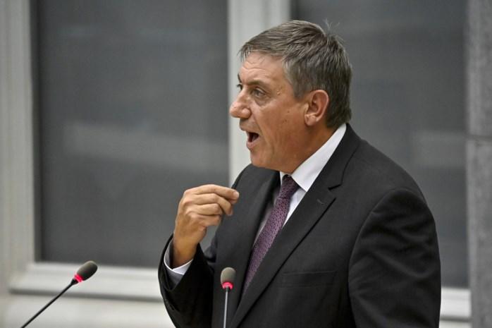 Te weinig geld en altijd net iets te laat: hoe premies zorgpersoneel zwakte van Vlaamse regering en Jan Jambon blootleggen