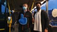 Autocarchauffeurs bedanken collega's van De Lijn met dikke duim