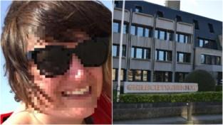 """Meesteroplichtster opnieuw voor de rechter voor aftroggelen tienduizenden euro's: """"Ze doet niets anders dan liegen"""""""
