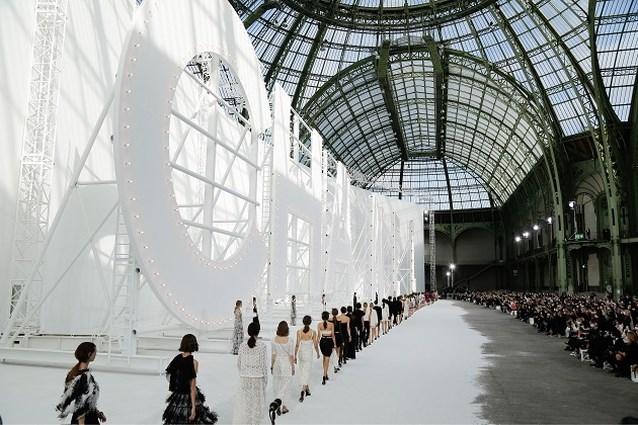 Chanel kiest nu dan toch voor modeshow zonder publiek