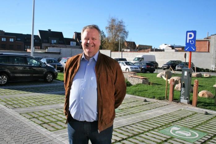 """Verkrotte woningen maken plaats voor parkje en groene parking: """"Stap voor stap werken aan licht en ruimte in de stad"""""""