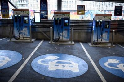 """Verenigd Koninkrijk wil over 10 jaar enkel nog elektrische auto's verkopen: """"De branche is er klaar voor, ook in België"""""""