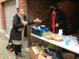PVDA Willebroek verwarmt gezinnen tijdens voedselbedeling met soep en chocolademelk