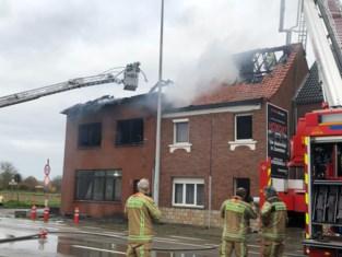 Twee huizen onbewoonbaar na hevige brand in Kortenberg, bewoners konden woning maar net op tijd verlaten