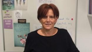 """Psychologe Sabine ziet 94-jarige moeder wegkwijnen in rusthuis en slaakt noodkreet: """"Eén kort bezoek per week, dat is mensonterend"""""""