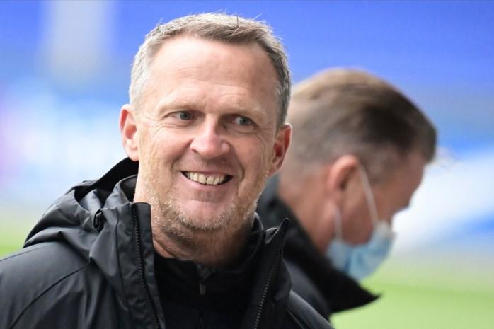 """Op bezoek bij John van den Brom, de nieuwe coach die bij RC Genk een warm nest creëert: """"Voor mij is het hier makkelijk binnenkomen"""""""