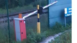 """Stad verbolgen over veelvuldig vandalisme aan slagboom langs spoorweg: """"Fietsers worden bewust in levensgevaar gebracht"""""""