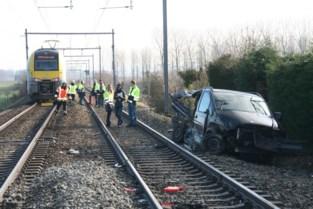 NMBS vraagt 54.000 euro schadevergoeding voor aanrijding wagen op overweg, alle partijen wijzen mekaar met de vinger