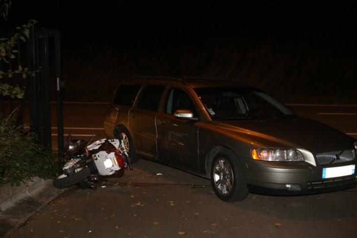 Twee gewonden bij botsing tussen Scooter en Volvo