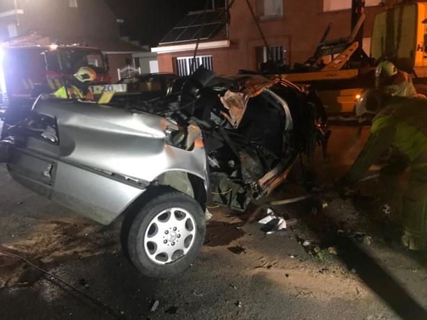 Zwaar ongeval in Poelkapelle met chauffeur onder invloed: 19-jarige uit Torhout kritiek en grote ravage in straat