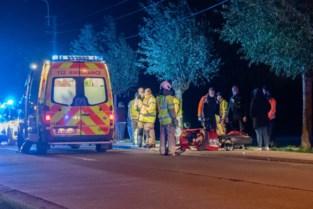 Motorrijder zwaargewond na klap tegen boom