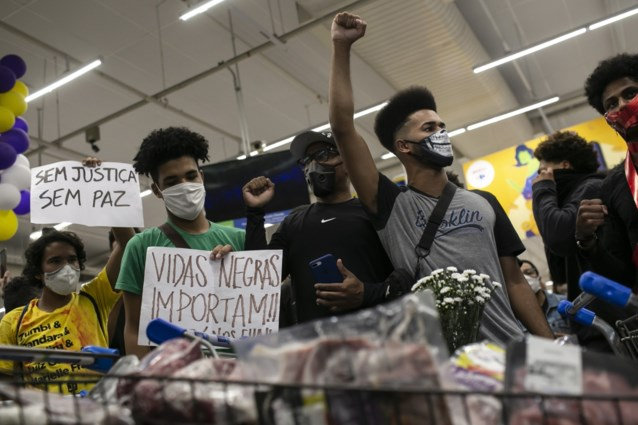 Golf van protest in heel Brazilië nadat zwarte man werd doodgeslagen voor supermarkt door beveiligingsagenten
