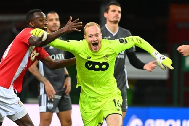 Tienkoppig Standard vermijdt nederlaag tegen Eupen dankzij doelpunt van doelman Arnaud Bodart diep in blessuretijd