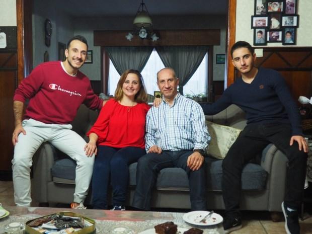 """Syrische familie vertelt verhaal van vlucht uit oorlogsgebied in Canvasreeks: """"We waren zo bang dat onze zoon het niet zou halen"""""""