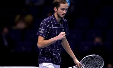 Daniil Medvedev klopt Dominic Thiem in spannende finale en schrijft ATP Finals op zijn naam