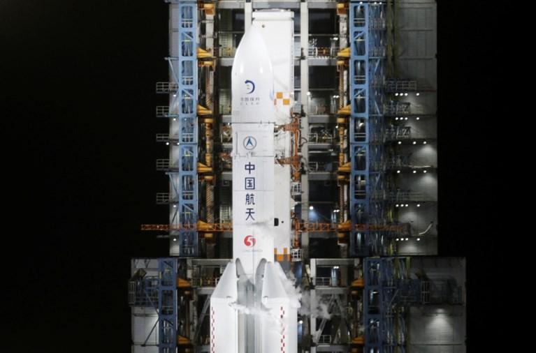 China schiet raket de ruimte in  om maansteen te gaan halen