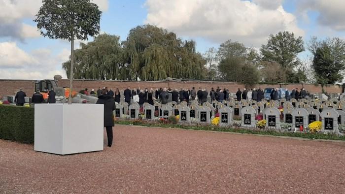 Brusselse begrafenisondernemers doen alsof coronaregels niet bestaan in Zaventem: liefst 80 personen aanwezig op kerkhof