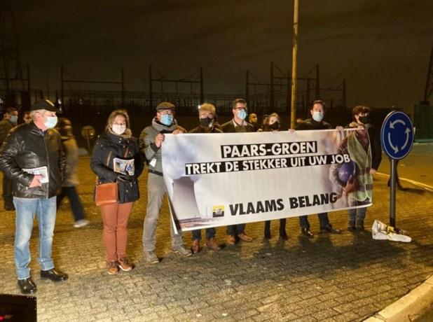 """Vlaams Belang voert protestactie aan kerncentrale van Doel: """"Hogere energiefacturen, black-outs en milieuonvriendelijkere energie luren om de hoek"""""""