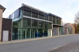 Oude spiegelfabriek maakt plaats voor groot woonerf