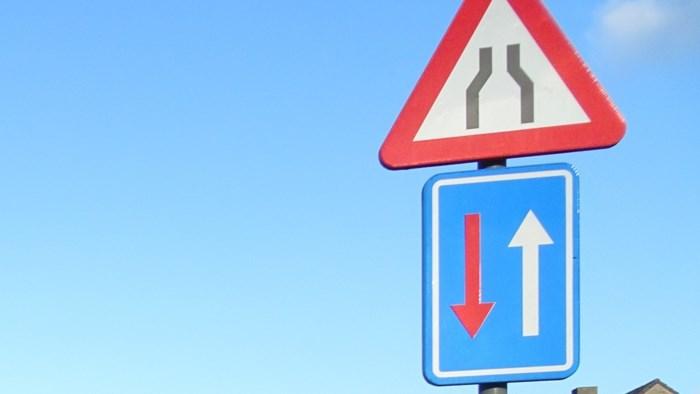 Versmallingen in Torhoutstraat remmen verkeer af, maar zorgen ook voor wrevel