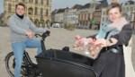 """Op de bakfiets naar Oudenaardse studenten: """"Met een chocoladen hart, studietips en een babbeltje"""""""