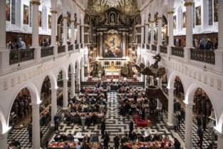 Geen kerstmaaltijd in Carolus Borromeuskerk, daklozen krijgen wel geschenk
