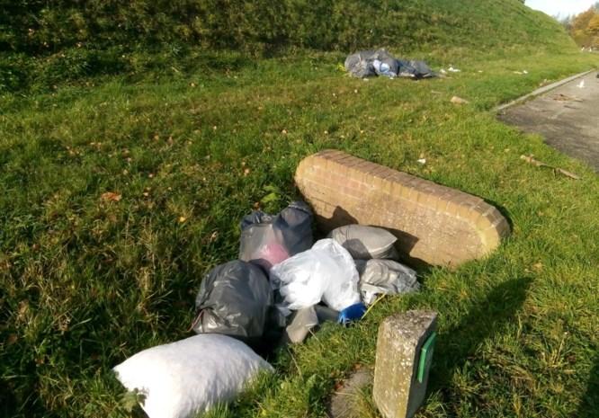 Afval gedumpt langs Ontsluitingsweg in Eisden