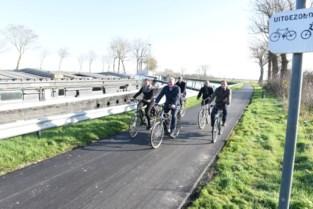 Nieuw fietspad langs vaart ingereden