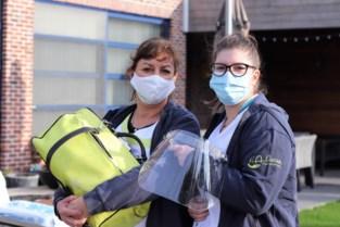 Thuisverpleging LA Nurse tovert glimlach op mensen hun gezicht