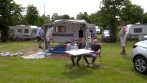 """Philippe Geubels en Erik Van Looy ontdekken de Nederlandse camping: """"Dit doe je toch niet voor je plezier?"""""""