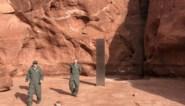 Mysterieuze metalen staaf in de woestijn zou er al jaren staan, maar wat is het precies?