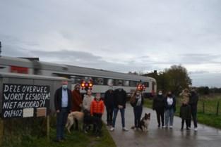 Bewoners halen bakzeil: spoorwegovergang gaat binnen het jaar dicht