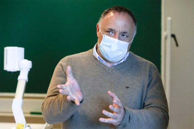 """Viroloog Marc Van Ranst zegt dat we """"ons een hevig griepseizoen niet kunnen permitteren"""""""