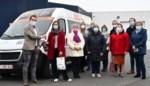 """Proefproject met winkelbusje brengt mensen die niet goed ter been zijn naar supermarkt: """"Zelf inkopen doen is zoveel leuker"""""""