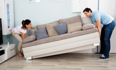 """Een """"koopje"""" van 35 euro: vrouw koopt nieuwe sofa, maar dan komt de verrassing"""