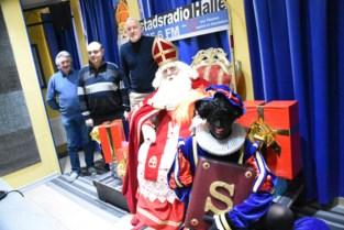 Sinterklaas beantwoordt vragen op Stadsradio Halle